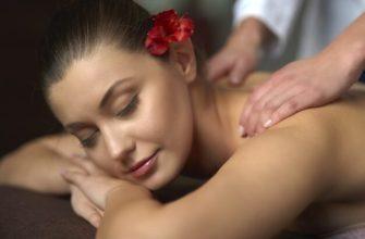 В статье факты о массаже на фото изображена молодая женщина. которой делают массаж спины